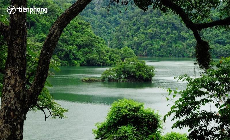 Du lịch Hồ Ba Bể khám phá đảo Bà Góa