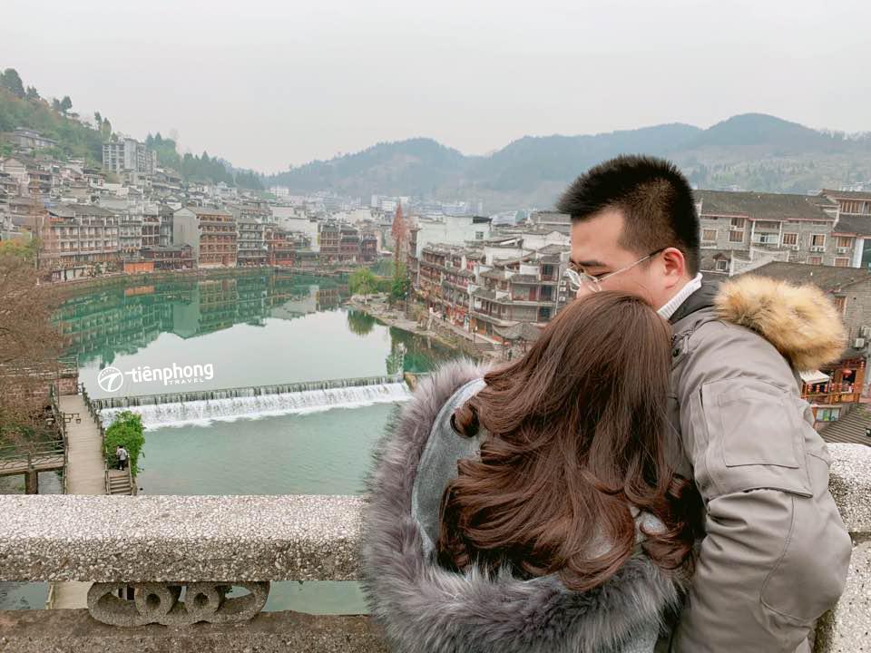 Review Phượng Hoàng cổ trấn - Tiên Phong Travel
