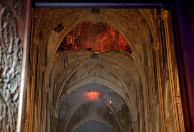 Nhà thờ đức bà paris còn lại gì sau đám cháy kinh hoàng
