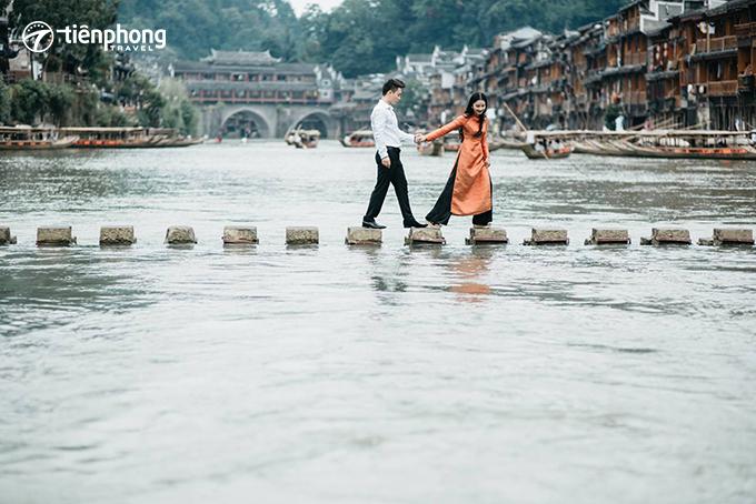 Tiên Phong Travel - Review du lịch Phượng Hoàng cổ trấn mùa hè có gì đẹp?