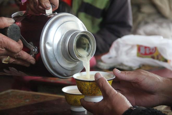 Du lịch Tây Tạng - Khám phá trà bơ - quốc hồn của người Tây Tạng