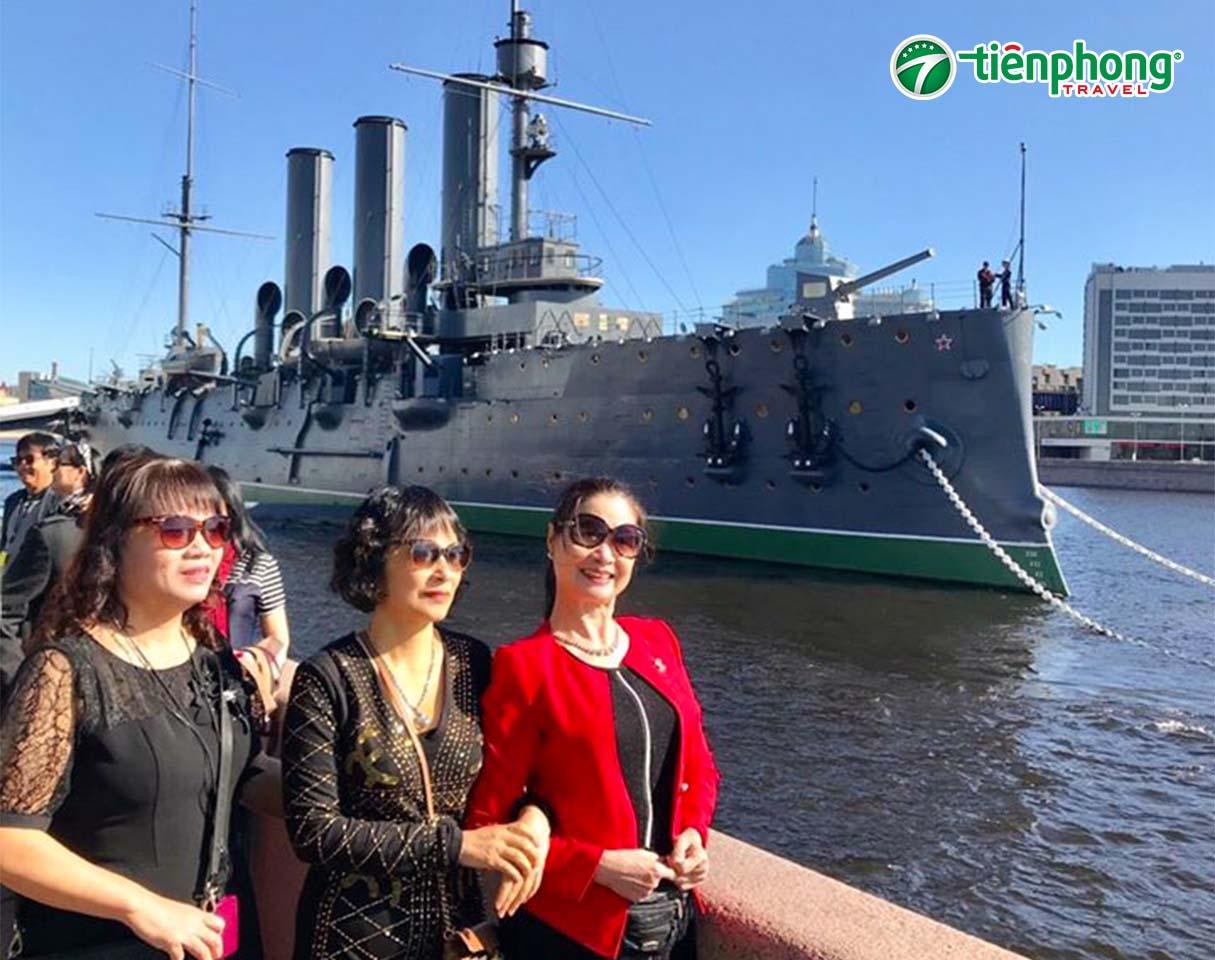 Chiến hạm Rạng Đông nước Nga