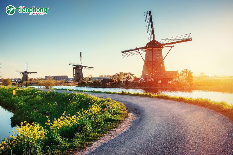 Cối xay gió vùng Zaanse Schans Hà Lan