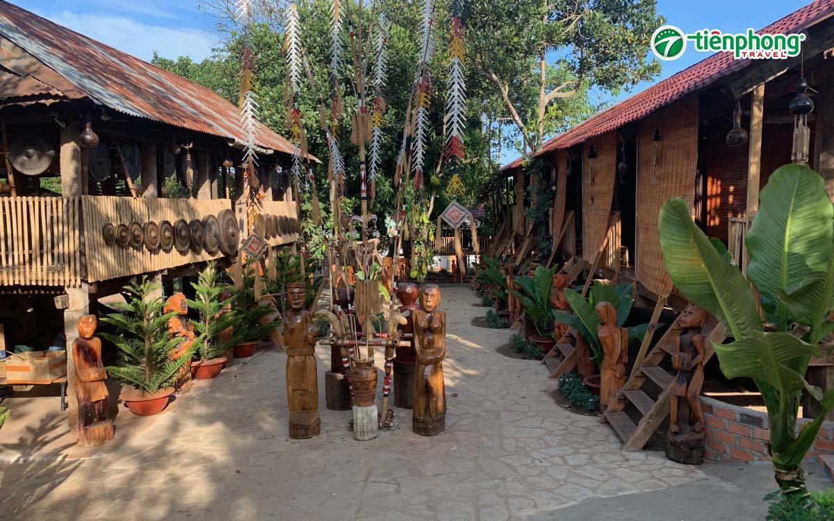 ghé thăm làng văn hóa dân tộc Plei Ốp