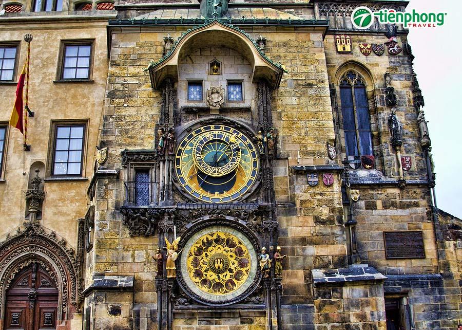 """Tháp đồng hồ ở """"Quảng trường Con Gà"""""""