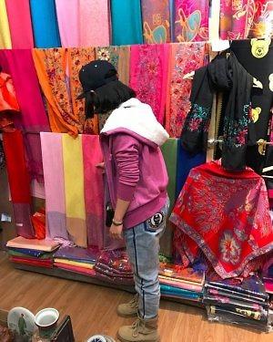 Du lịch Shangri La mua đồ có đắt không?
