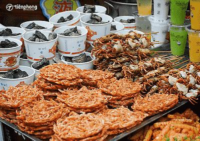 Du lịch Phượng Hoàng cổ trấn Trương Gia Giới ăn gì?