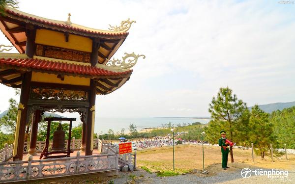 Viếng mộ Đại tướng Võ Nguyên Giáp - Khám phá Vũng Chùa Đảo Yến